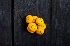Żółty uśmiechu syna stół Zdjęcia Stock