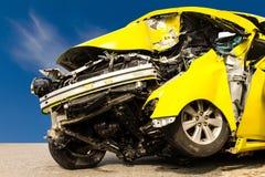 Żółty wypadek samochodowy obrazy royalty free