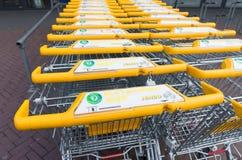 Żółci wózek na zakupy Obrazy Royalty Free