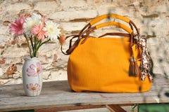 Żółta mody torebka Fotografia Royalty Free