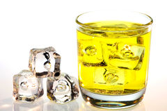 Żółty napój z kostkami lodu Obrazy Royalty Free
