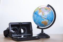 óculos de proteção 3d ou vidros com um globo do mundo Fotos de Stock