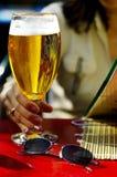 Óculos de proteção da cerveja Fotografia de Stock Royalty Free