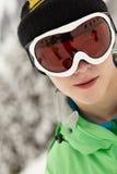 Óculos de proteção desgastando do esqui do adolescente no feriado do esqui Foto de Stock Royalty Free
