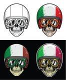 Óculos de proteção do crânio do motociclista e capacete vestindo da bandeira de Itália do Grunge, crânio do desenho da mão Imagem de Stock