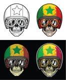 Óculos de proteção do crânio do motociclista e capacete vestindo da bandeira de Senegal do Grunge, crânio do desenho da mão Fotografia de Stock Royalty Free