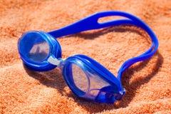 Óculos de proteção para a natação Fotografia de Stock Royalty Free