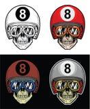 Óculos de proteção vestindo do crânio do motociclista e capacete de oito bolas, crânio do desenho da mão Imagens de Stock Royalty Free