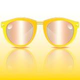 Óculos de sol amarelos Foto de Stock Royalty Free