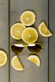 Óculos de sol amarelos do aviador Fotografia de Stock