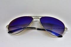 Óculos de sol azuis foto de stock