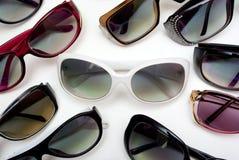 Óculos de sol brancos no centro Foto de Stock
