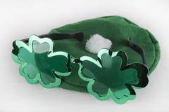 Óculos de sol & chapéu do dia do ` s de St Patrick Fotografia de Stock