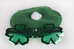 Óculos de sol & chapéu do dia do ` s de St Patrick Imagem de Stock