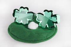 Óculos de sol & chapéu do dia do ` s de St Patrick Foto de Stock Royalty Free