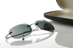 Óculos de sol com caixa imagem de stock royalty free