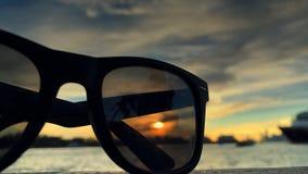 Óculos de sol com lapso de tempo do navio de cruzeiros video estoque