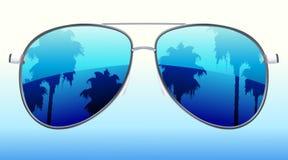 Óculos de sol com a reflexão Fotografia de Stock Royalty Free