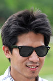 Óculos de sol de Tailândia da face do homem de Ásia felizes Imagens de Stock