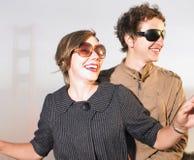 Óculos de sol desgastando do homem e da mulher Imagem de Stock