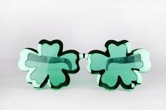 Óculos de sol do dia do ` s de St Patrick Fotografia de Stock Royalty Free