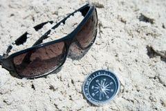 Óculos de sol e compasso Fotos de Stock