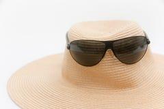 Óculos de sol e um chapéu para o verão Fotografia de Stock
