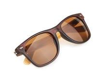 Óculos de sol isolados contra um fundo branco Imagens de Stock