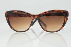 Óculos de sol no fundo branco Foto de Stock