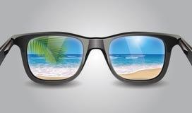 Óculos de sol que refletem girassóis Fotos de Stock