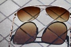 Óculos de sol refletindo fotos de stock