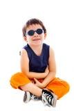 Óculos de sol vestindo do menino Fotografia de Stock Royalty Free