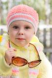 Óculos de sol vestindo do miúdo Foto de Stock Royalty Free