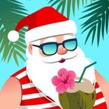Óculos de sol vestindo de Santa Claus, com bebida do coco contra o tropi ilustração do vetor