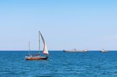 Łódkowata wycieczka na jachcie w otwartym morzu obrazy royalty free