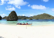 Łódkowata wycieczka Wayag obrazy royalty free