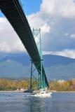 łódkowatego mosta bramy lew przechodzi s obrazy stock