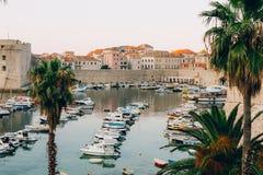 Łódkowaty dok blisko starego miasta Dubrovnik, Chorwacja Harbo Zdjęcia Royalty Free