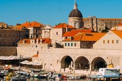 Łódkowaty dok blisko starego miasta Dubrovnik, Chorwacja Harbo Obrazy Royalty Free
