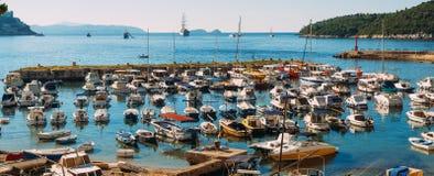 Łódkowaty dok blisko starego miasta Dubrovnik, Chorwacja Harbo Obrazy Stock