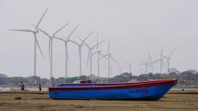 Łódkowaty i wiatrowy gospodarstwo rolne Fotografia Stock