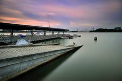 Łódkowaty jetty przy Marina Putrajaya Zdjęcia Royalty Free