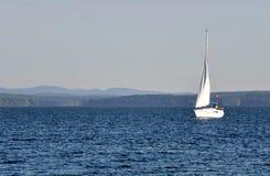 łódkowaty jeziorny osamotniony Fotografia Stock