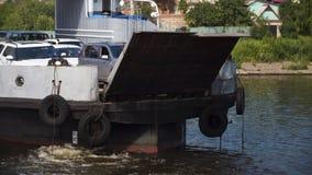 Łódkowaty prom na Volga rzece Fotografia Royalty Free