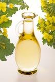 Óleo de colza em uma garrafa de vidro Fotografia de Stock Royalty Free