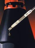 Óleo de motor - medidor de óleo do carro Imagens de Stock Royalty Free