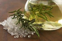 Óleo essencial com alecrins e sal Imagens de Stock Royalty Free