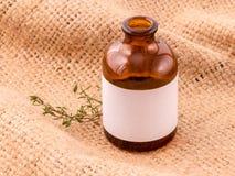 Óleo essencial do sábio natural dos ingredientes dos termas para a aromaterapia em h Fotos de Stock Royalty Free