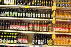 Óleo no supermercado foto de stock