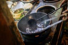 Óleo quente em cozinhar o potenciômetro Fotos de Stock Royalty Free